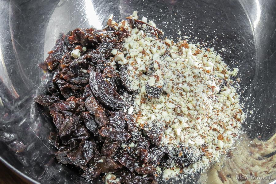 Тарт с кофейным ганашем, черносливом и миндалём