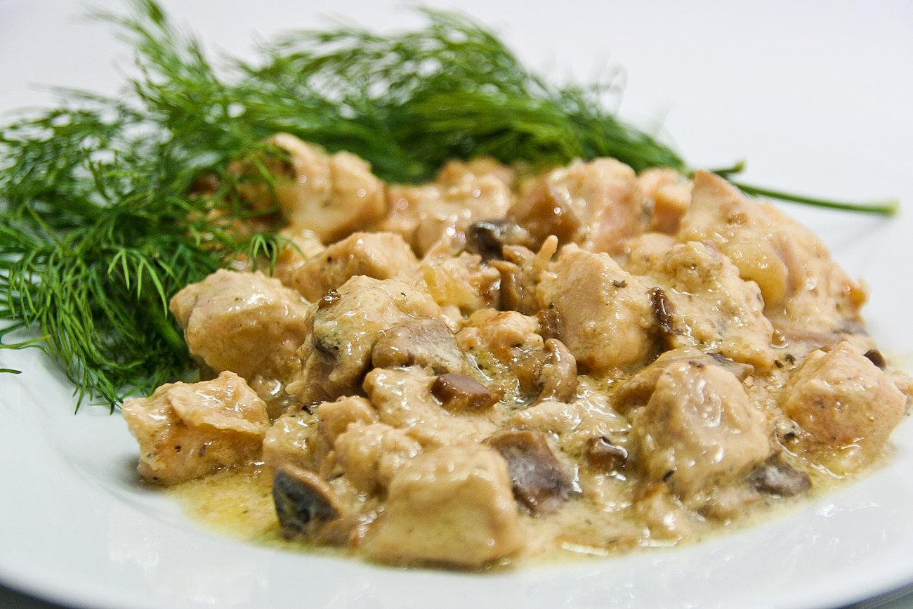 Курица в сливках с грибами и тимьяном