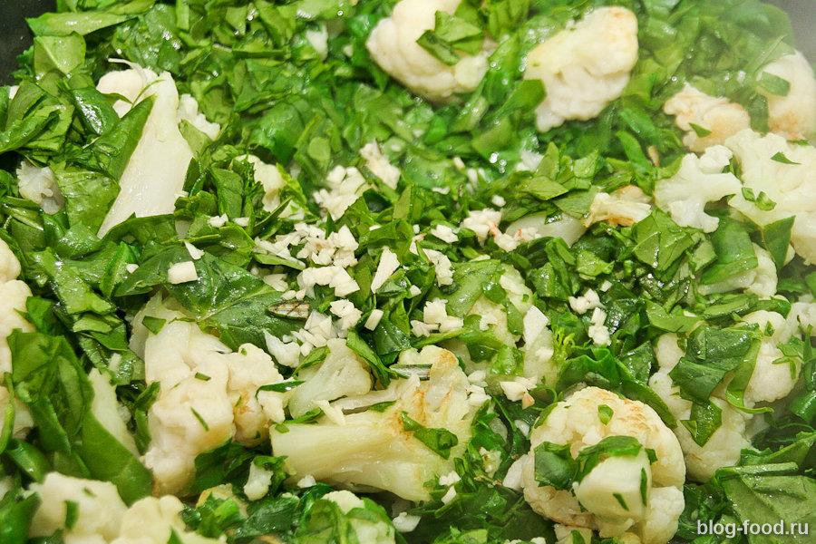 Курица с цветной капустой и шпинатом