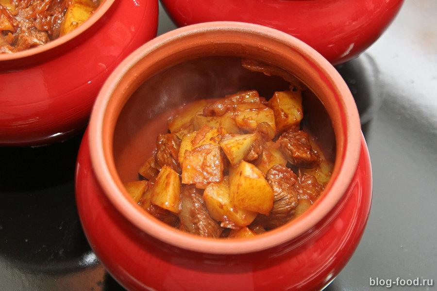 Как приготовить жаркое мясо в горшочках
