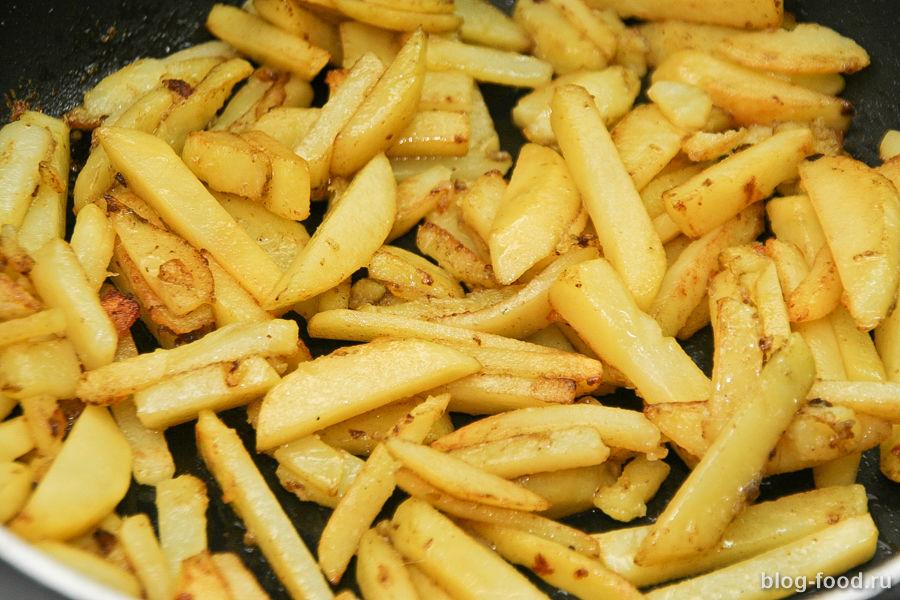 Запеченная говядина с жареной картошкой