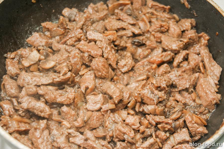 Говядина в сливках с грибами и рисом