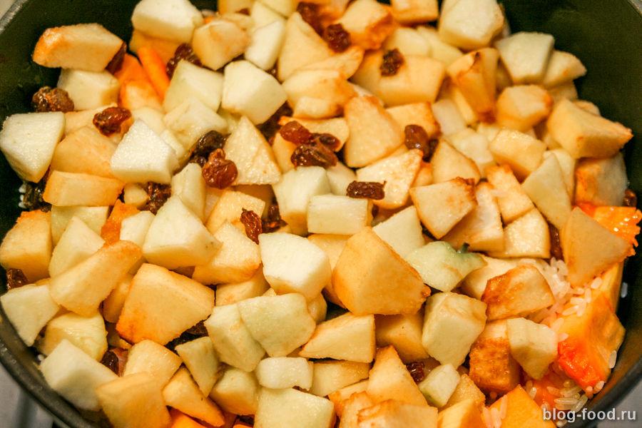Плов из тыквы с айвой и яблоками