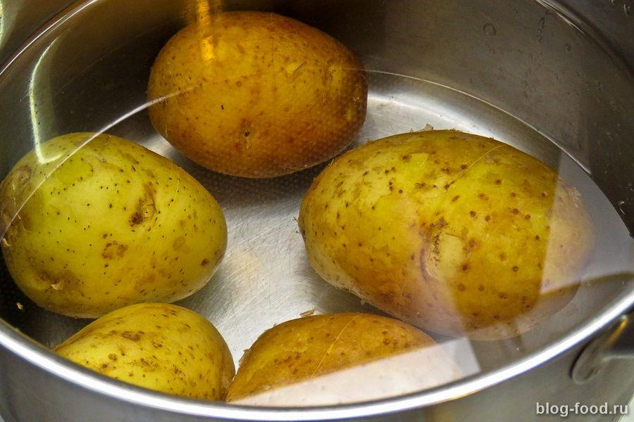 Запечённая картошка с сыром и фрикадельками