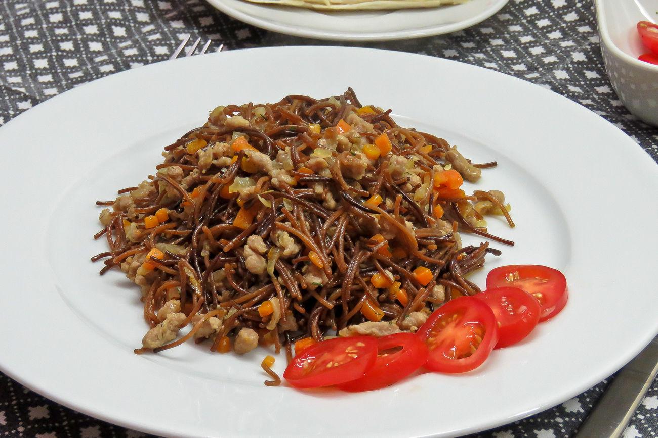 Жареная вермишель с мясом