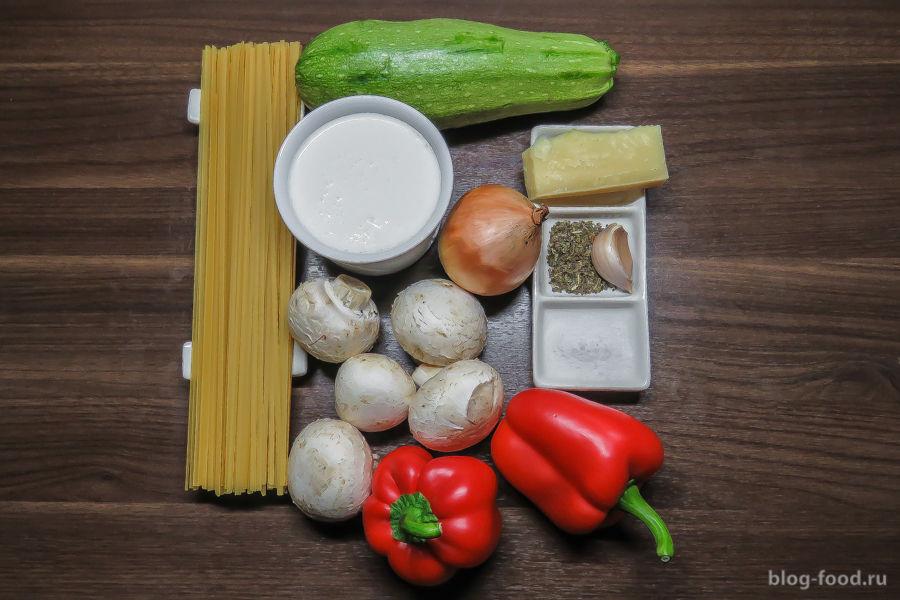 Спагетти в сливочном соусе с овощами