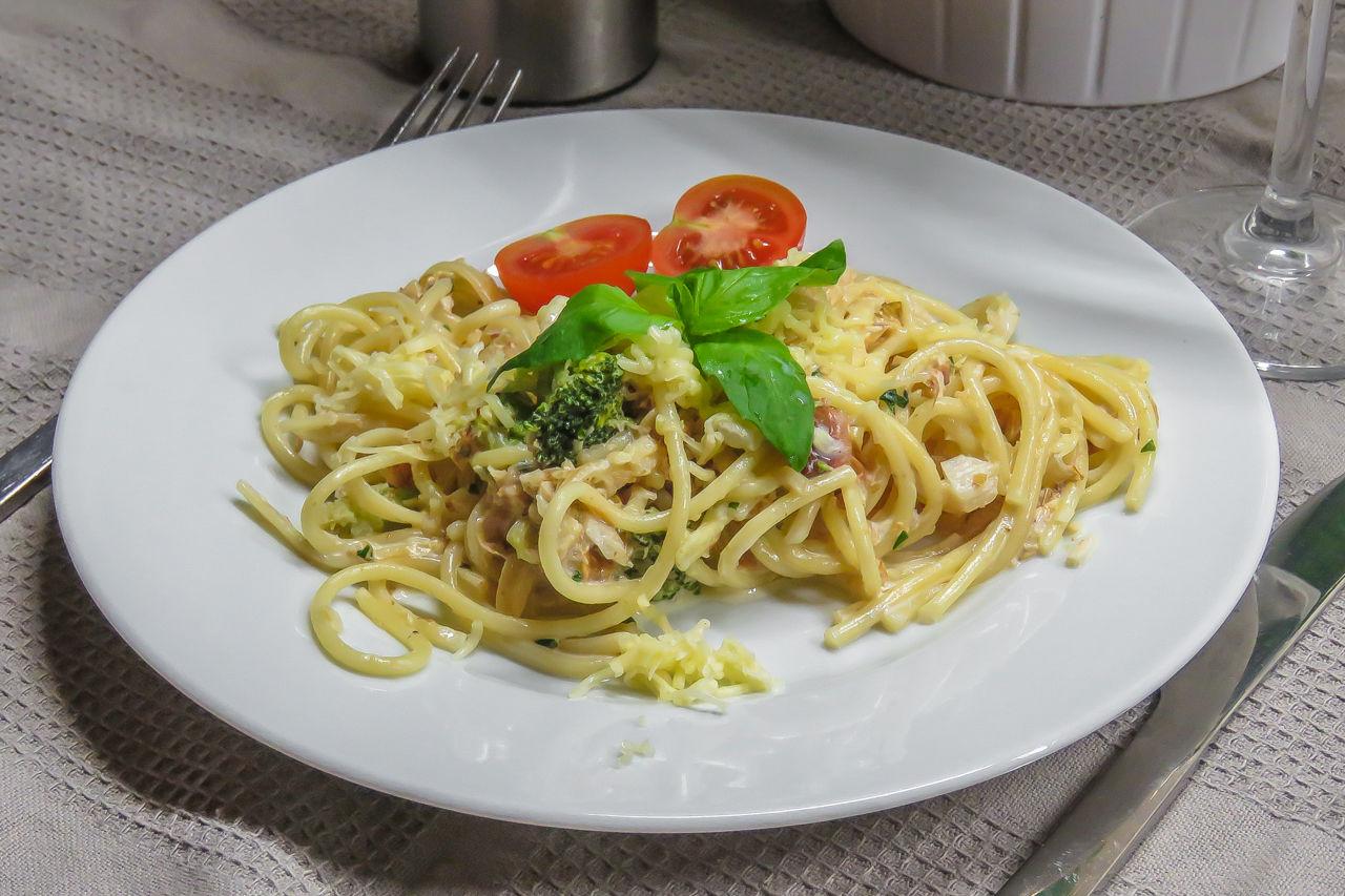 Спагетти с рыбой в сливочном соусе