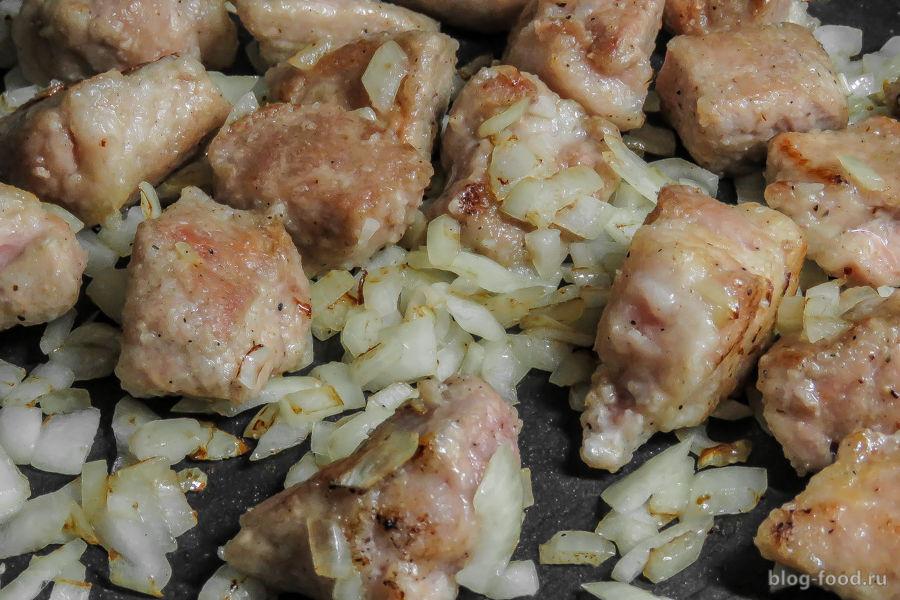 Свинина с яблоками в мятном соусе