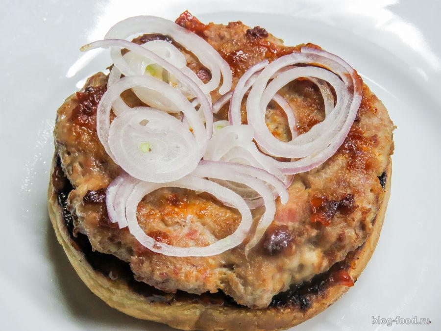Бургер с соусом барбекю от Гордона Рамзи