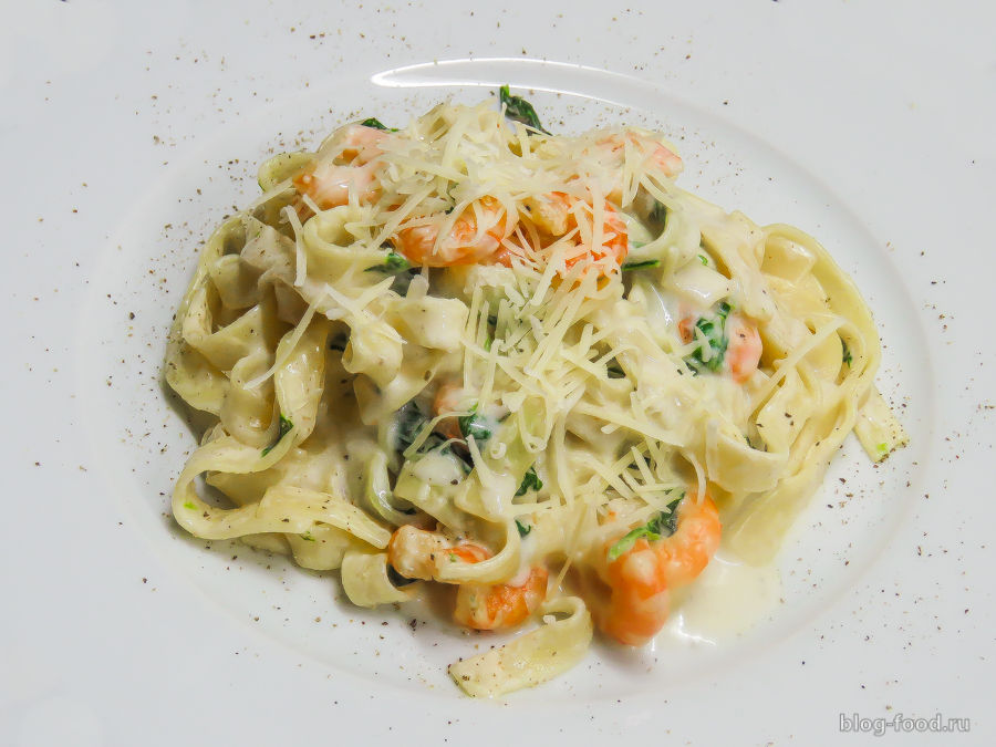 Паста со шпинатом и креветками