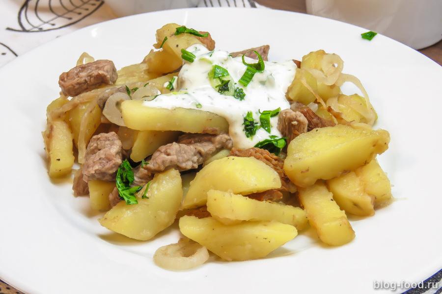 Жареная картошка с грибами и мясом