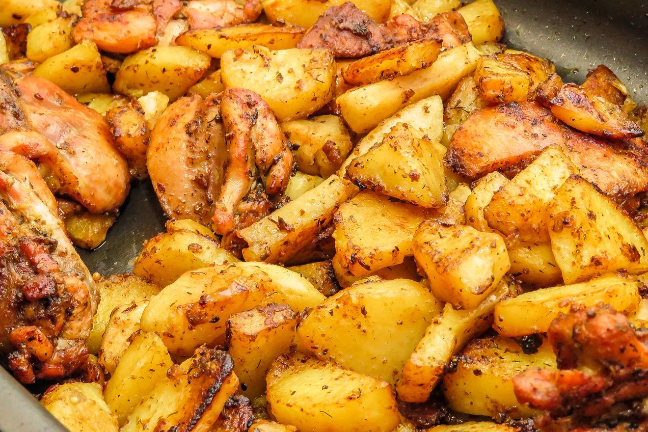 Курица с яблоками и картошкой