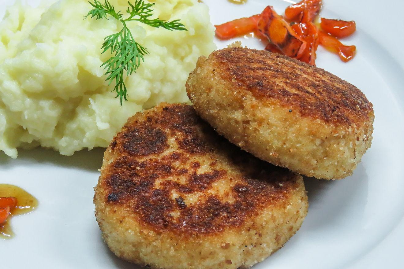 Обжаривается на сковороде с добавлением растительного или сливочного масла.