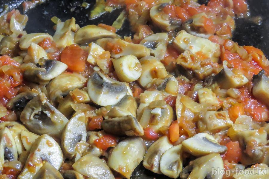 Паэлья с креветками и грибами