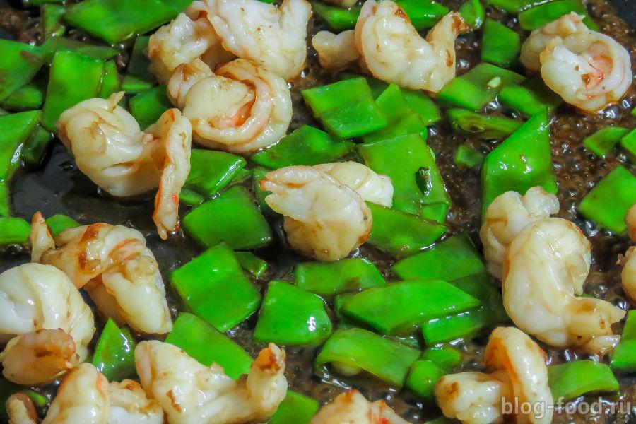 Тальятелле с креветками по-тайски