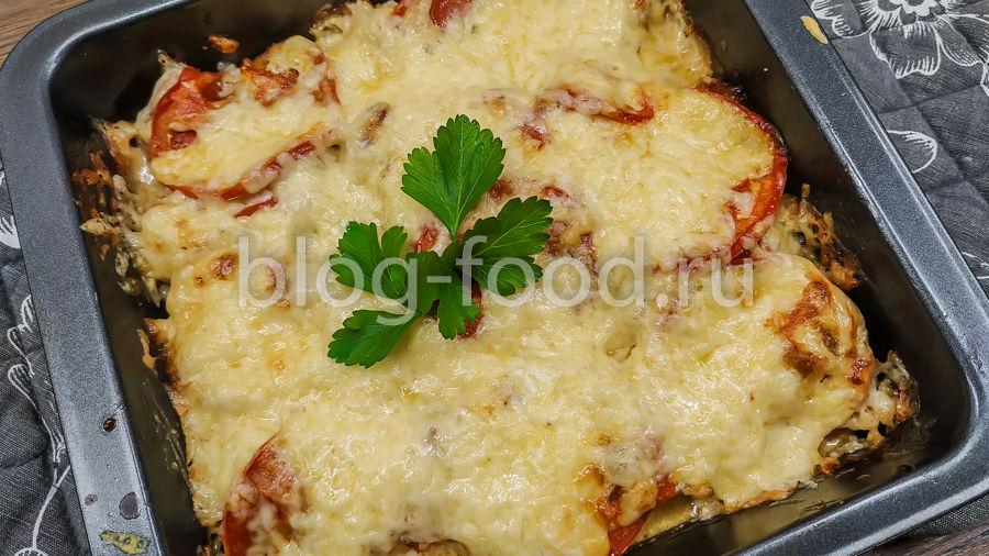 Мясо под майонезом с помидорами и сыром