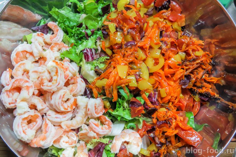 Креветочный салат с медово-лаймовой заправкой