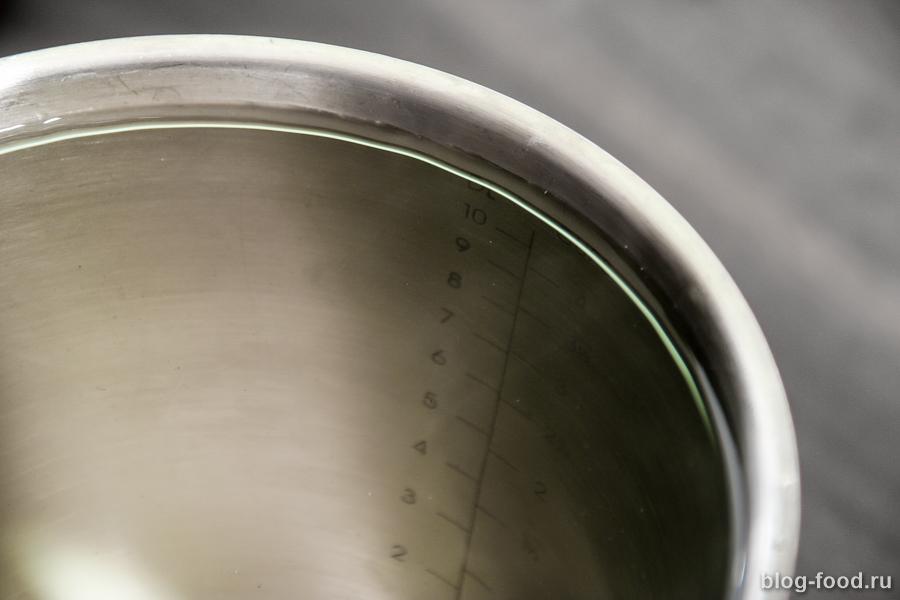 Маринованная капуста со свеклой и чесноком